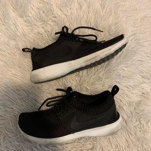 Nike sneakers - size 7